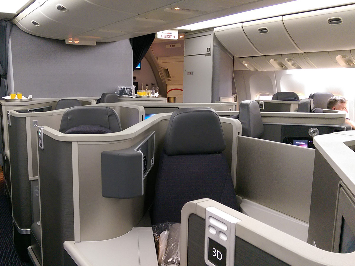 American Airlines Business Class London to New York B777-223 cabin