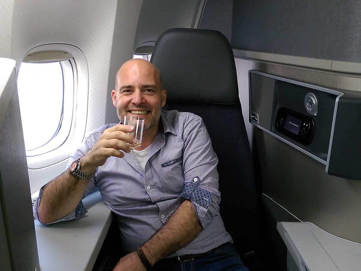 Kiss Travel enjoying - Champagne before take-off!